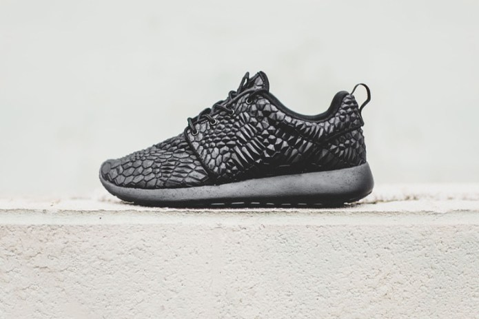 "Nike WMNS Roshe One DMB ""Black"""