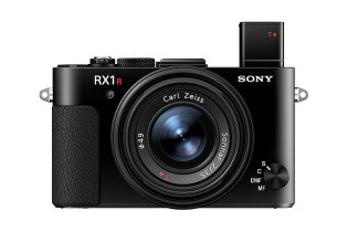 Sony Releases the RX1R II With a Monster 42MP Sensor and Built-In EVF