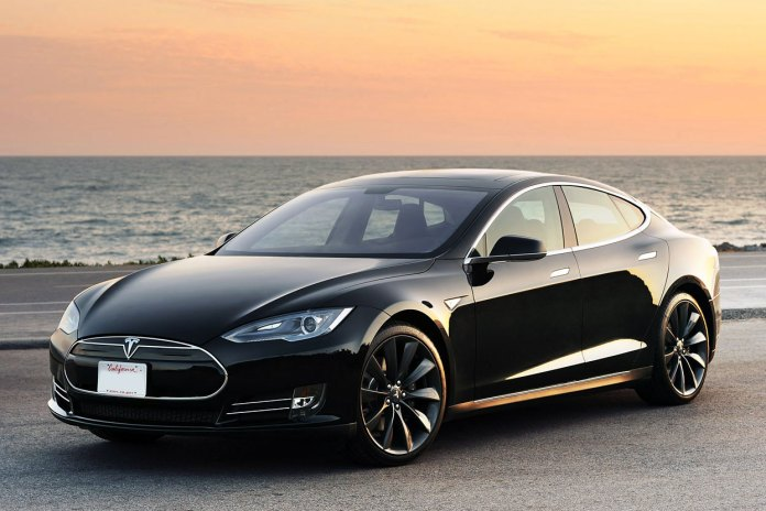 Watch This On-Road Test Drive of the Tesla 'Autopilot' System
