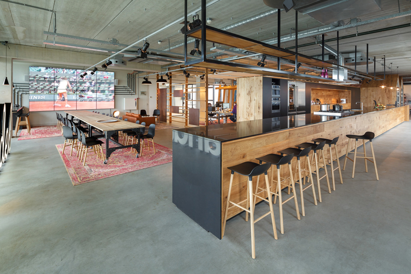 Warehouse turned office in amsterdam hypebeast for Interieur architect amsterdam