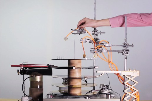 Graham Dunning Creates a Techno Track Using Household Items and a Turntable