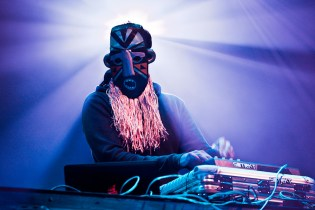 "SBTRKT Shares an Unreleased Remix of Adele's ""Chasing Pavements"""