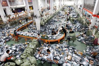 China Shatters Online Shopping Records in Just 12 Hours on Single's Day
