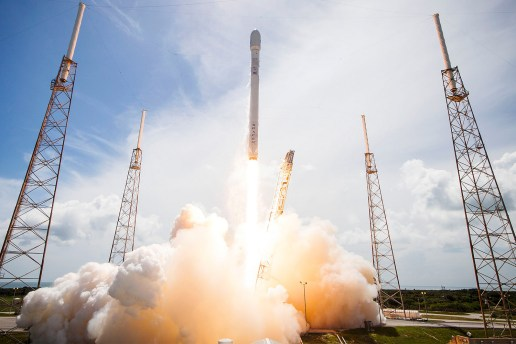 NASA Hires SpaceX to Send Astronauts to the International Space Station