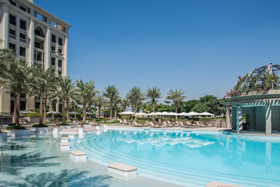 Versace hotel dubai hypebeast for Super luxury hotels in dubai