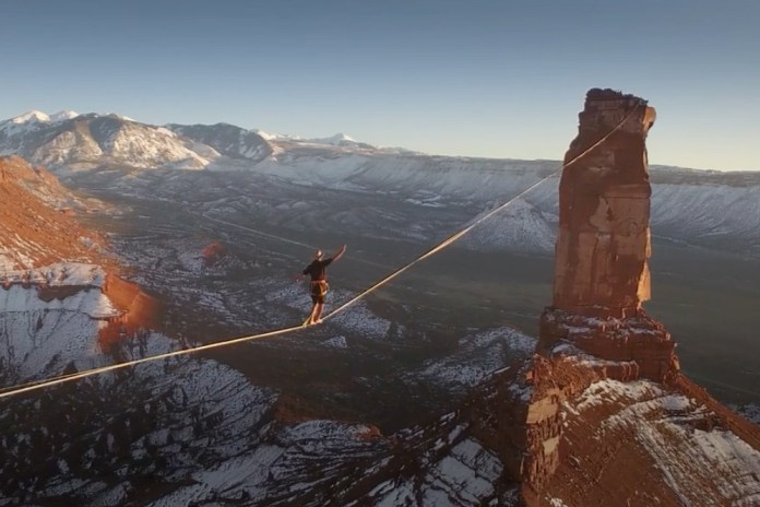 Watch This Daredevil Set a New World Record for Longest Slackline Crossing