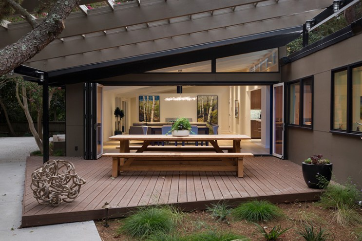 This Mid-Century Bay Area Home Embraces Open Spaces