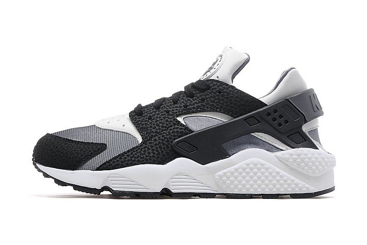 Nike Air Huaraches Black And White