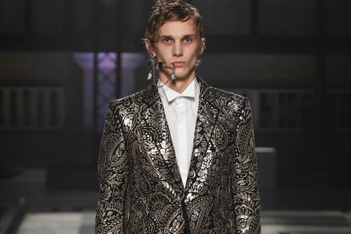 Alexander McQueen's 2016 Fall/Winter Collection Takes on an Eerie Aesthetic