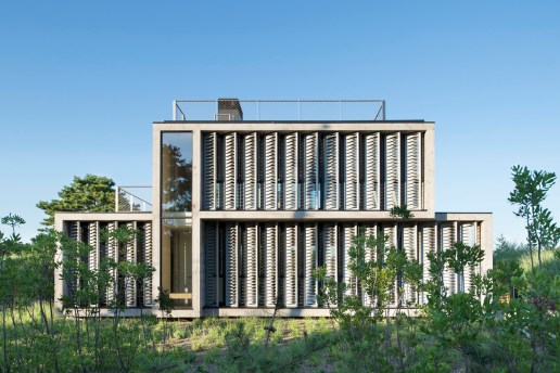 Amagansett Dunes Home Protects Against the Elements