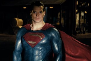 Superman Gives Batman a Final Warning in 'Batman v Superman: Dawn of Justice' TV Spot