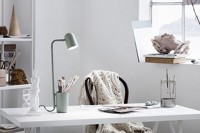 """Student Designs the Perfect Desk Lamp, Dubbed the """"Buddy"""""""