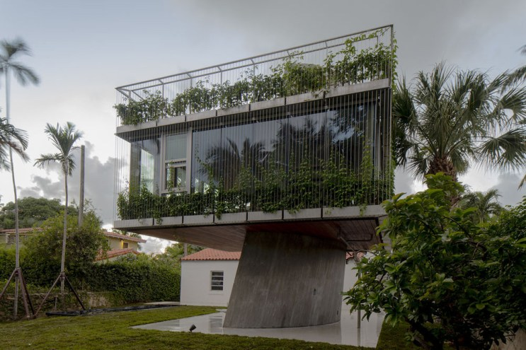 Christian Wassmann Welcomes Miami's Bright Sun Into the Sun Path House
