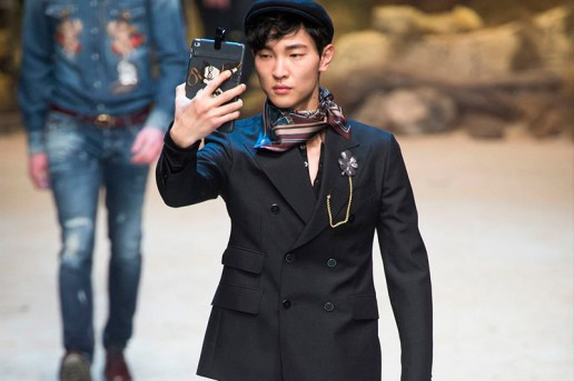 Models Take Their Selfie Habit Onto the Runway at Dolce & Gabbana's 2016 Fall/Winter Show