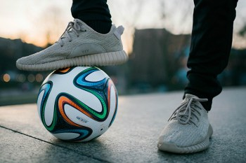 "Freestyle Footballer Shows off His Skills Wearing the Yeezy Boost 350 ""Oxford Tan"""
