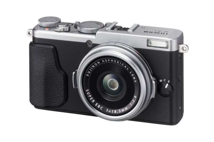 Fujifilm Unveils the Compact, Retro-Styled X70