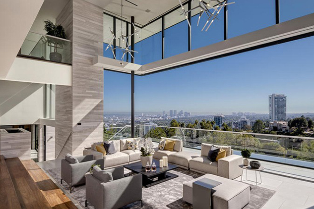 Hollywood hills home panoramic views hypebeast for Buy house hollywood hills