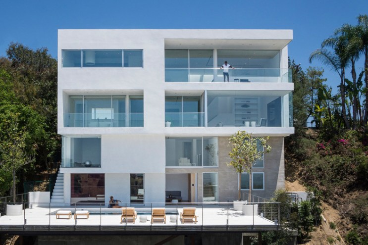 Take in LA's Gorgeous Scenery Within the Walls of This Luxurious Home