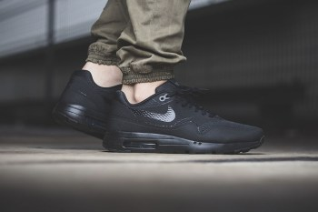 "Nike Air Max 1 Ultra Essential ""Triple Black"""