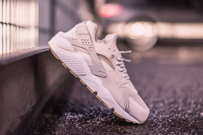 "Nike WMNS Air Huarache Textile ""Light Bone"""