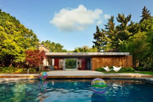 + tongtong Turns a Pool House Into a Pool Home
