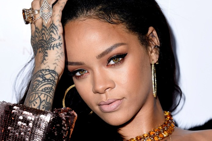 "Listen to Rihanna's 'Anti' Bonus Cut ""Sex With Me"""