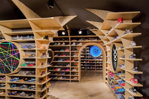 mode:lina Designs Another Run Colors Store in Warsaw
