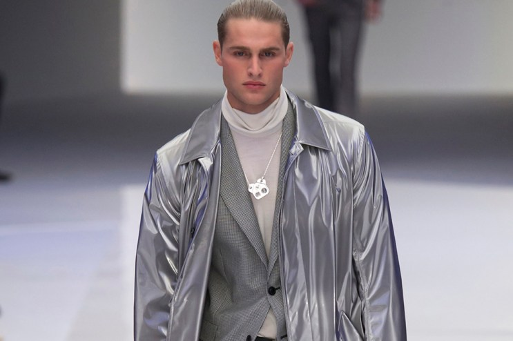 Versace Goes Space-Age for 2016 Fall/Winter Collection