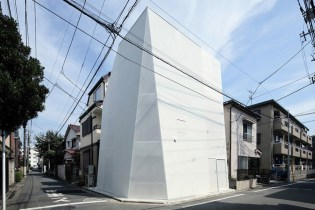 Monolithic Tokyo-Based Home Maximizes on City Space