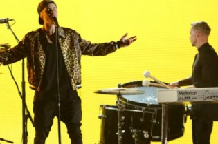 "Justin Bieber, Diplo and Skrillex Perform ""Love Yourself"" And ""Where Are Ü Now"" at the 2016 GRAMMYs"