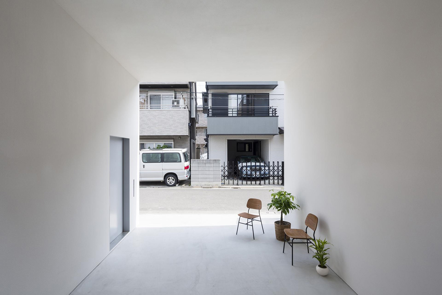 Little house with a big terrace by takuro yamamoto hypebeast for Interieur yeezy