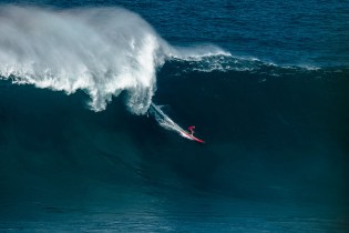 Watch Mark Healey Take on a 60-Foot Behemoth Swell at the Jaws Break