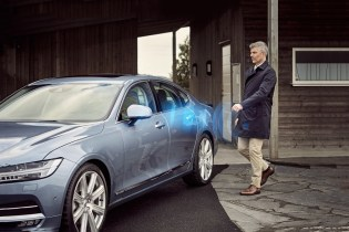 Volvo To Roll Out the First Keyless Cars That Can Be Unlocked With Your Smartphone