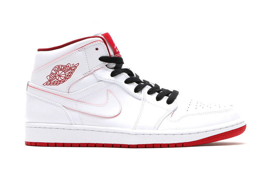 """The Air Jordan 1 Arrives in Another """"Bred""""-Like Make-Up"""