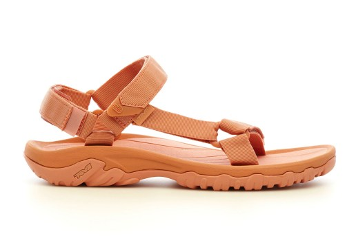 "GANRYU and COMME des GARÇONS Join Forces for a Range of ""Salmon"" Teva Sandals"
