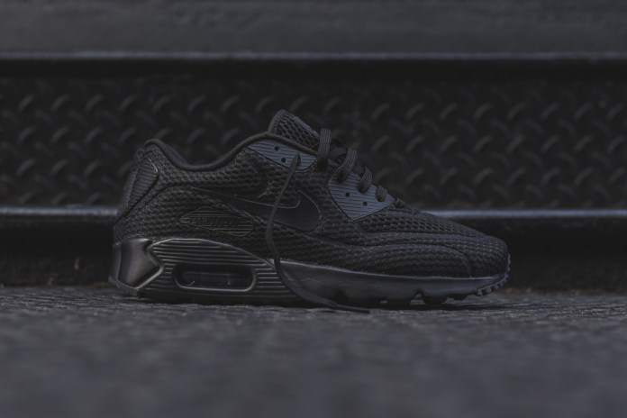 """Nike's Air Max 90 BR Silhouette Gets Covered in """"Triple Navy"""" and """"Triple Black"""""""