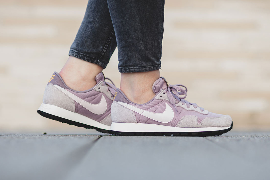 """Nike Unveils Another Pastel Option with WMNS Air Pegasus '83 """"Plum"""""""