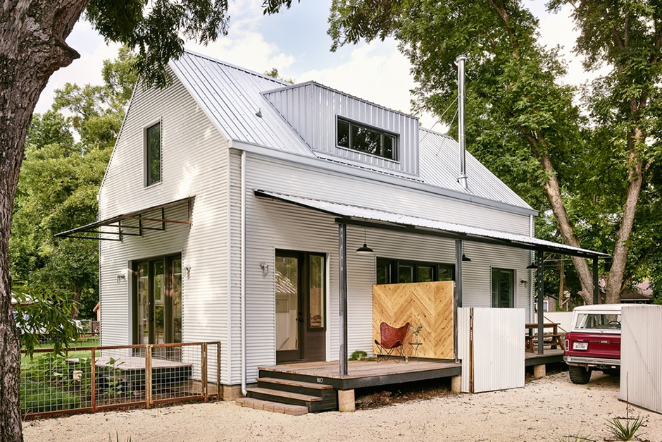 The 'Perfect Wall House' Keeps the Building Materials on the Outside
