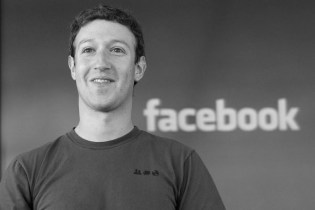 Facebook Crushes Q1 Revenue Projections While Zuckerberg Moves to Protect His Control