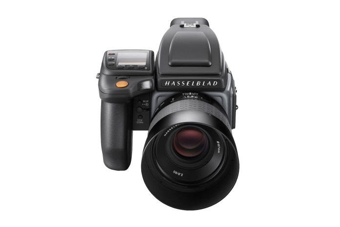 Hasselblad Unveils Two H6D Medium Format Cameras