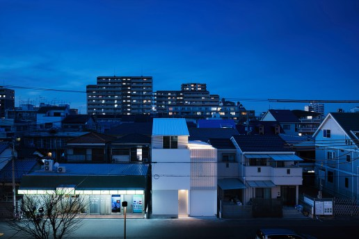 "Yoshiaki Yamashita's ""Light Grain"" House Lets Fractals of Daylight Play Upon Its Surfaces"