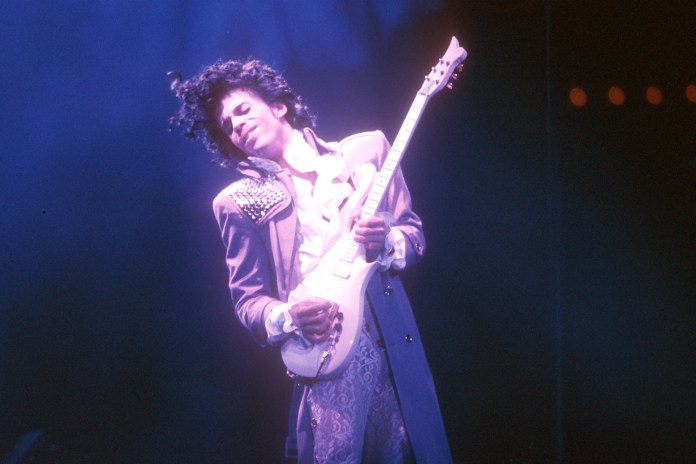 "Snapchat Pays Tribute to Prince With a ""Purple Rain"" Filter"