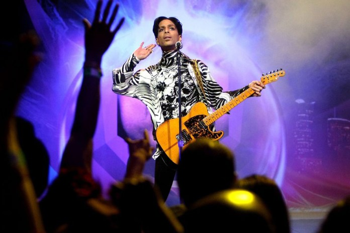 Rare Footage of Prince at SNL's 40th Anniversary After-Party