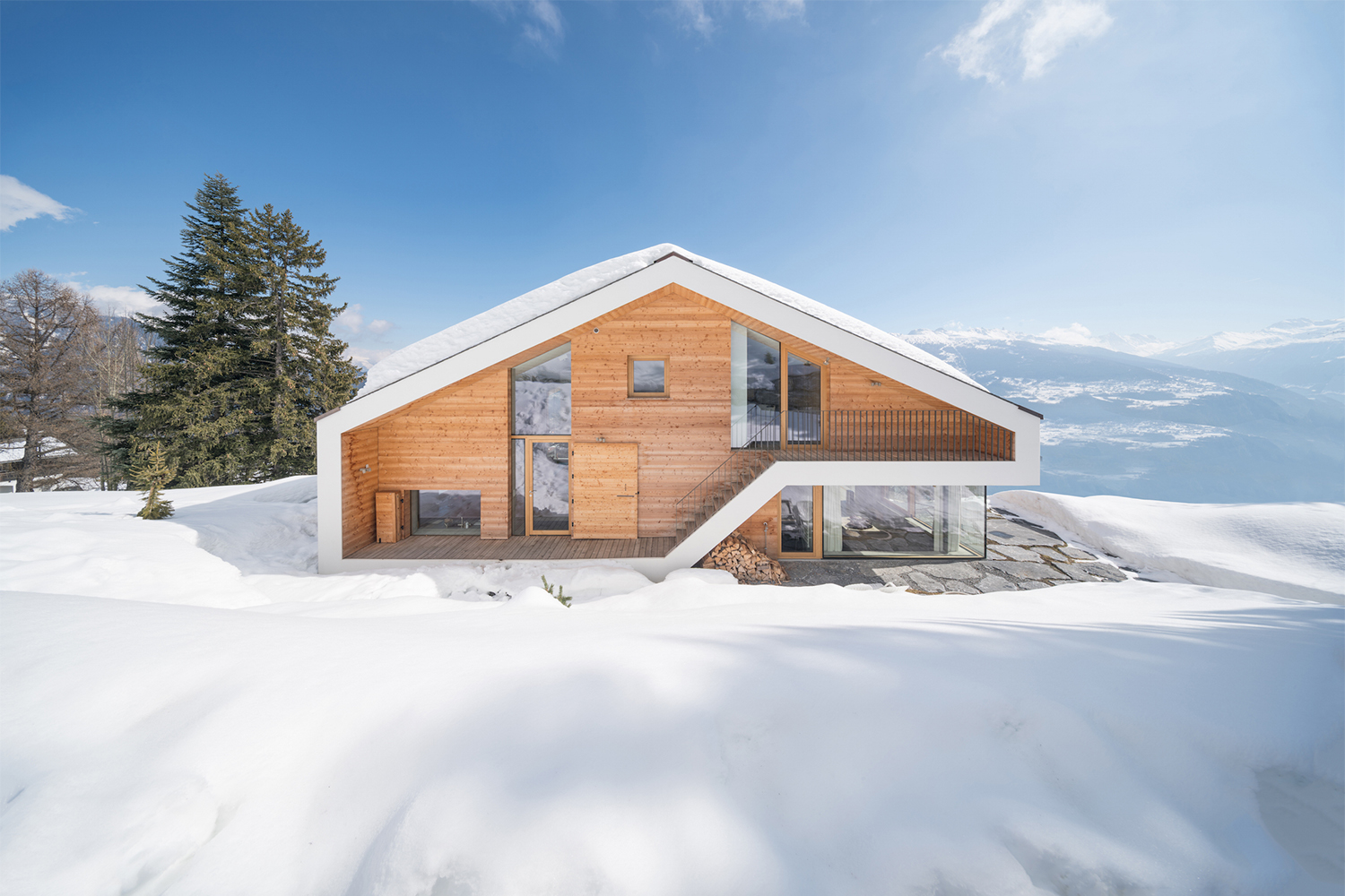 SeARCH Crafts its Own Take on the Traditional Swiss Chalet