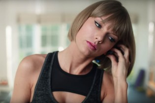 """Taylor Swift Raps Drake & Future's """"Jumpman"""" in Hilarious New Apple Music Commercial"""