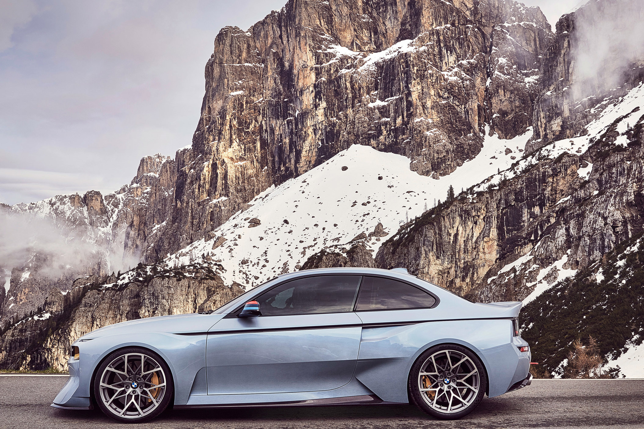 BMW Unveils its Best Retro Concept Yet With the Updated 2002 Hommage