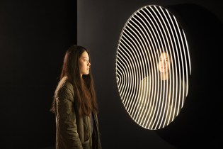 The 'Contour Mirror' Is a Mirror Designed for the Selfie Generation