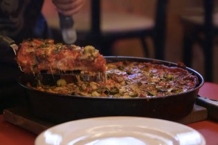 MUNCHIES' 'The Pizza Show' Dives Into Deep Dish & Tavern-Style Thin in Chicago