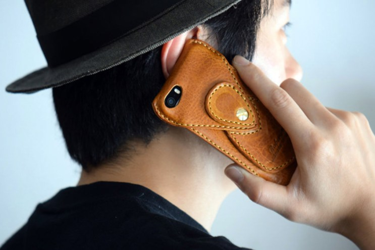 The Signature Leather Case From Roberu Makes a Comeback for the iPhone SE