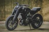 "Rough Crafts Presents a Bold ""Onyx Blade"" Yamaha MT-07 Custom"